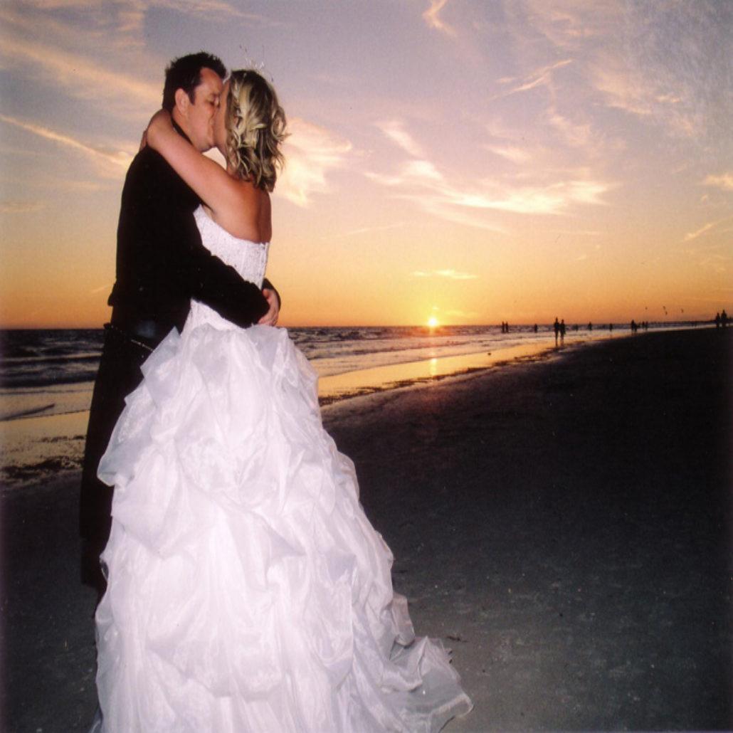 Siesta Key Beach Wedding Ceremony: 7. Kissing Scottish Couple Siesta Beach FL