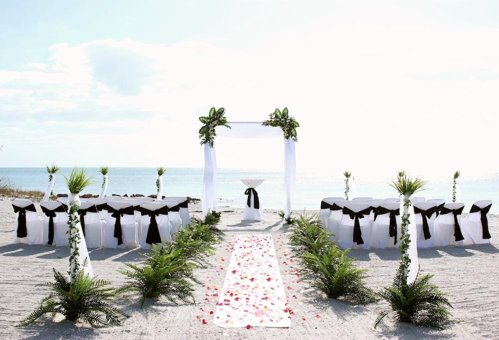 White Elegance Black | Florida Beach Wedding | Siesta Destination ...